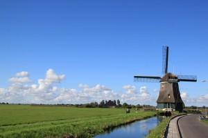 petite route secondaire entre Marken et Volendam