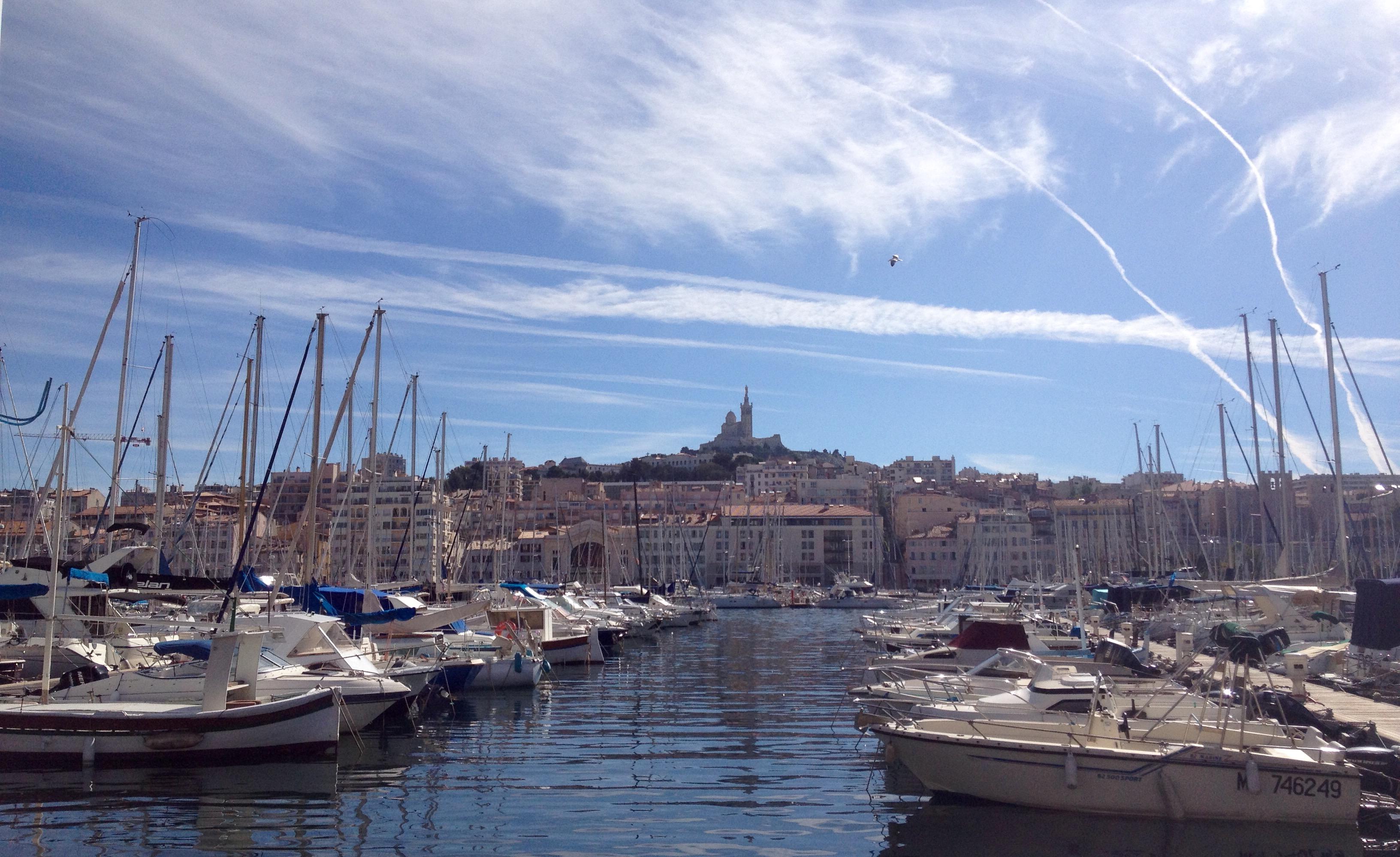 Marseille vieux port bonne mère la fille à l'envers