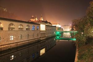 Vue sur la Ljubljanica de nuit