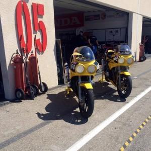 sunday ride claissc moto jaune circuit du castellet padock