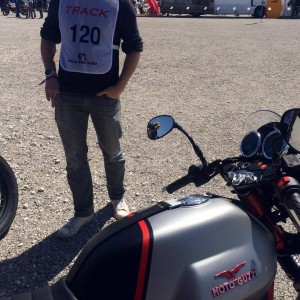 sunday ride classic moto guzzi castellet